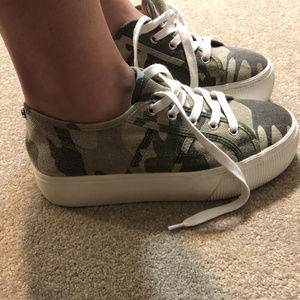 Steve Madden Emmi Sneakers